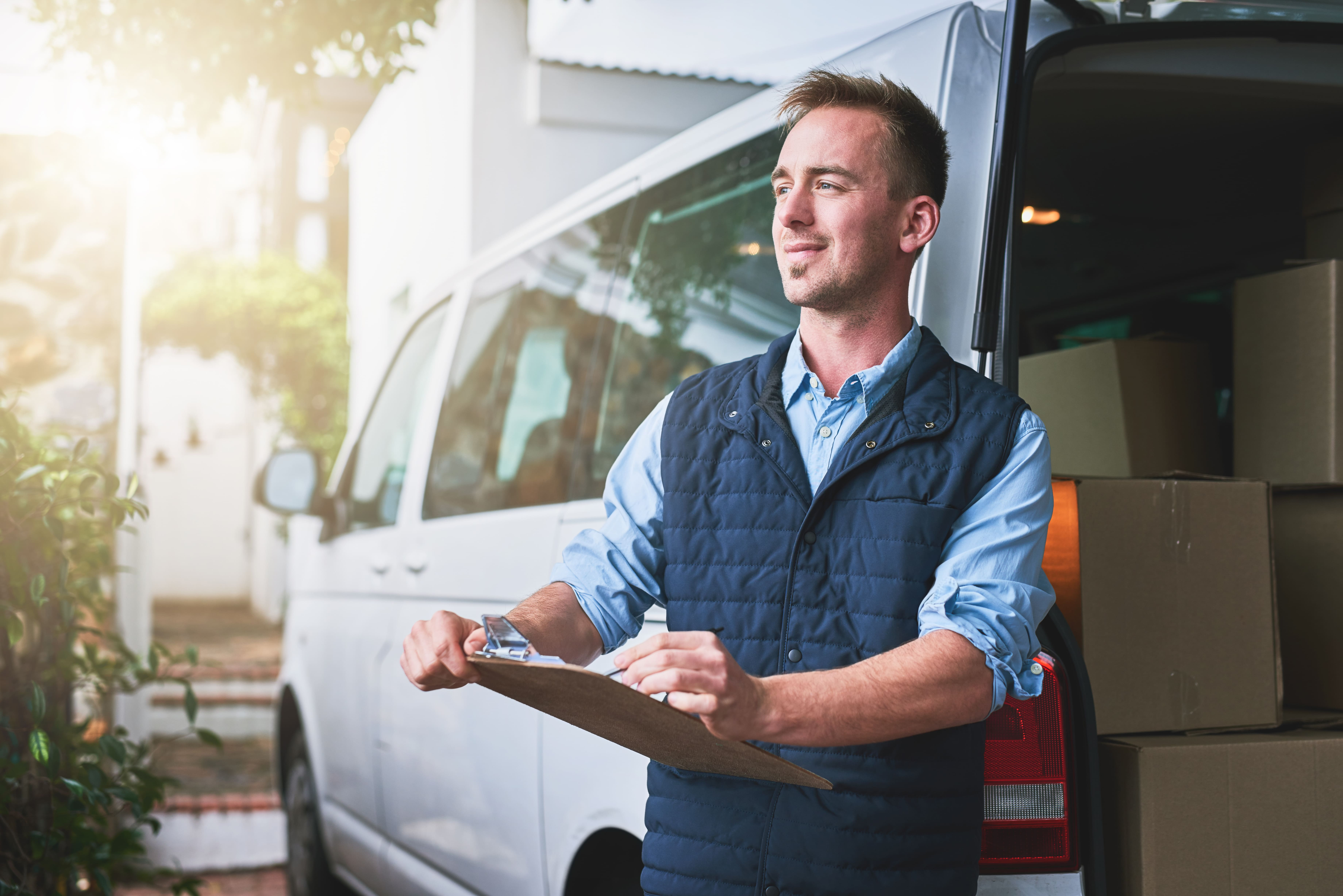 Find the right commercial insurance to protect yourself and your vehicle as you rideshare or deliver cargo.